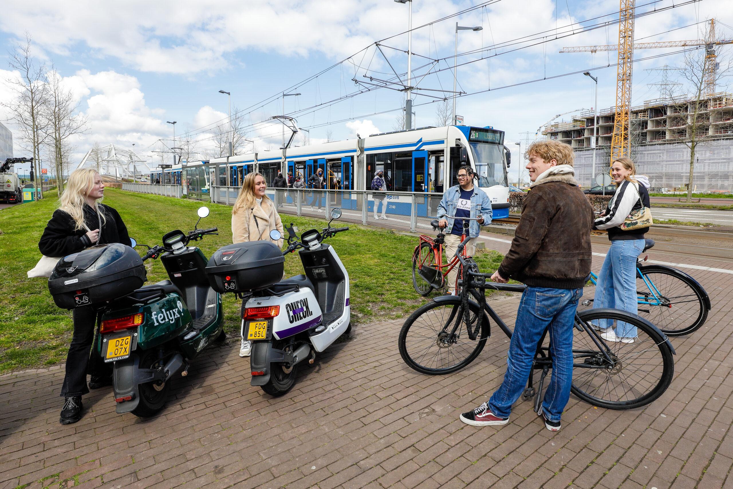 Slim reizen met fiets of scooter  tijdens sluiting Piet Heintunnel